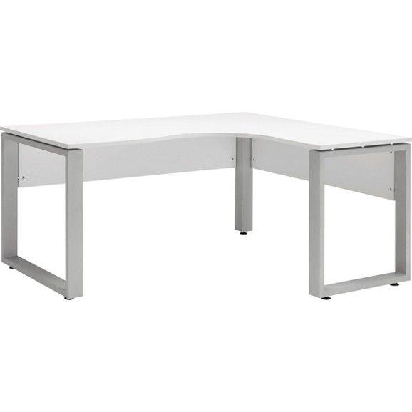 Dieses schicke Schreibtischset aus der Büromöbelserie SYSTEM bietet Ihnen eine großzügige Arbeitsfläche fürs Home-Office.Der ca.160 x 75 x140 cm (B x H x T) große Schreibtisch aus Holznachbildungin Weiß ist dank der Eckkonstruktion besonders praktisch. Ein robustes Metallwinkelgestell sorgt für einen stabilen Stand. Die Melaminbeschichtung macht die Oberfläche kratzfest und pflegeleicht. Sie können das Schreibtischset individuell erweitern mit den praktischen Zubehörelementen aus d