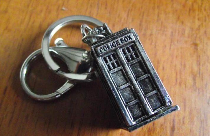 Portachiavi TARDIS. Prezzo standard: 6 euro.