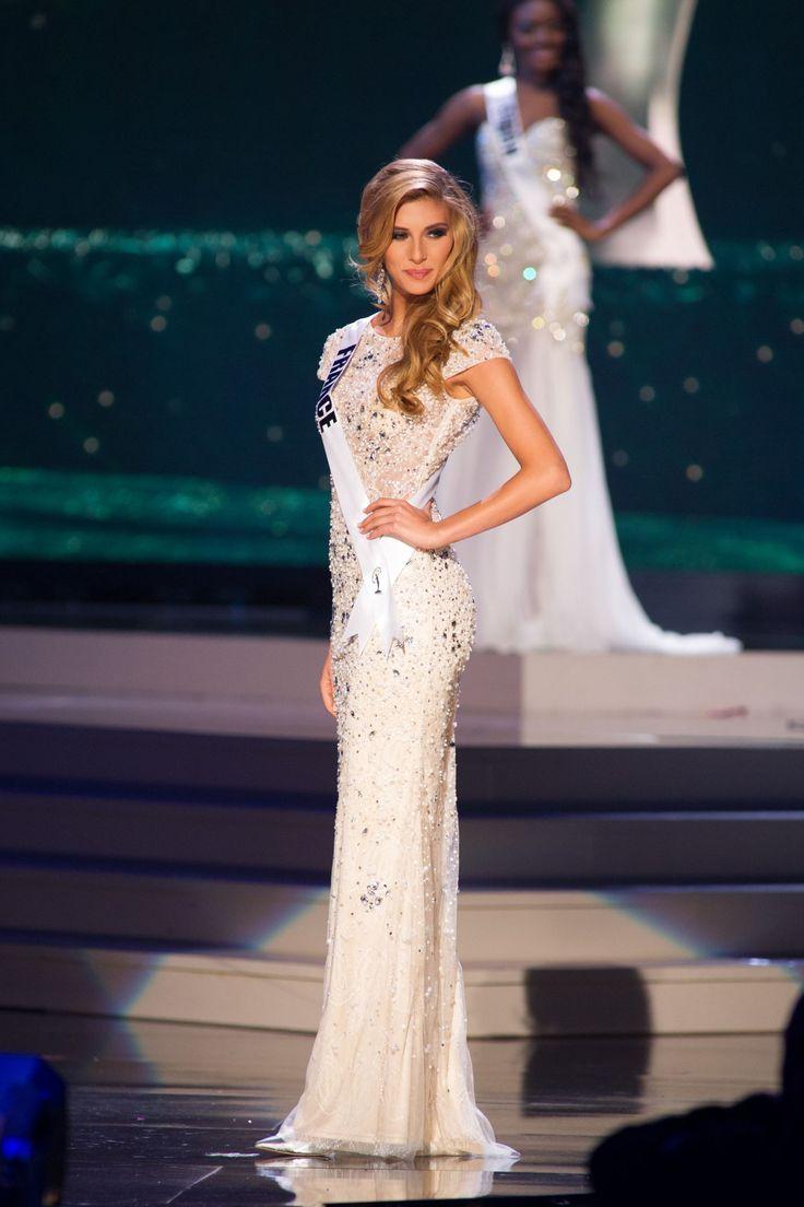 Photos : Miss Univers : Camille Cerf plus belle que jamais pour les répétitions !