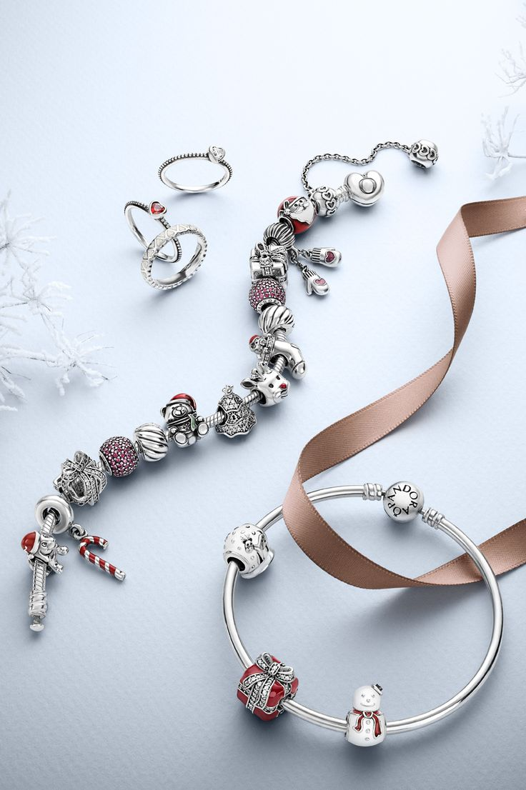 Create An Adorable Holiday Bracelet With Pandora's Cute Christmas Charms  #pandorabracelet #pandoraring