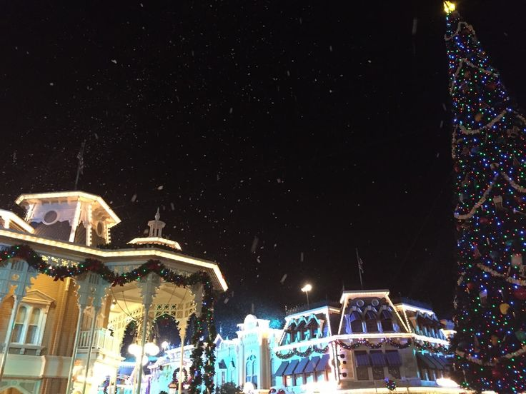 Tips for attending Mickey's Very Merry Christmas Party with Toddlers and little kids