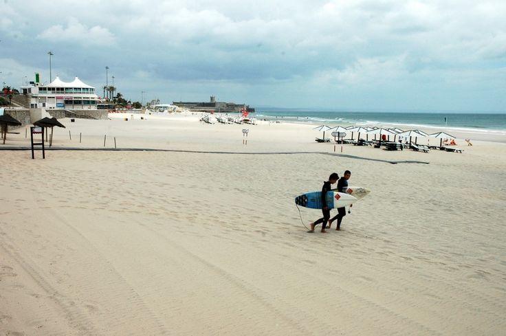 Praia de Carcavelos  Najlepsze i najpiękniesze plaże wokół Lizbony – mapa + informacje: http://infolizbona.pl/?p=1640 Jak dojechać na plaże w Lizbonie i okolicach [Mapa + aktualne ceny]: http://infolizbona.pl/?p=2712