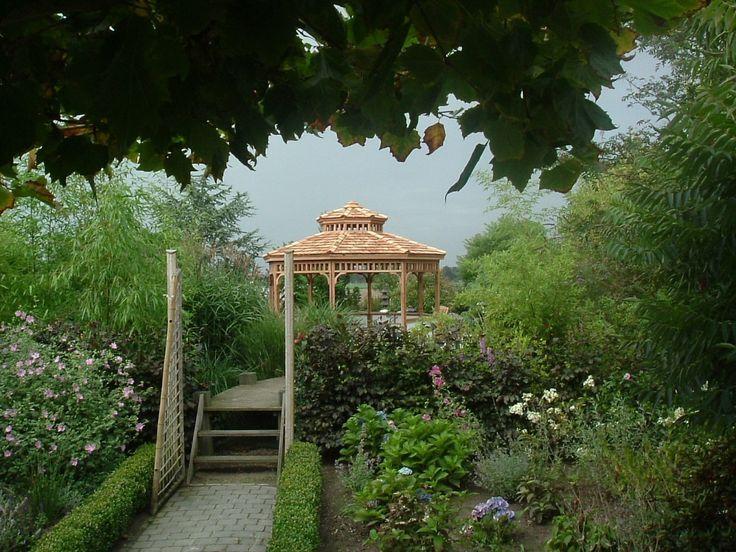 Japans prieel naast een koivijver japanse tuin met koivijver pinterest japanse tuin tuin - Prieel tuin ...
