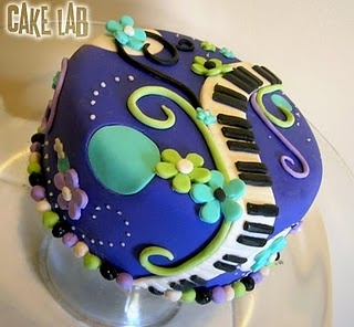 @Stacey Hansen, cake ideas for chloe, this one is fun.   She wants red velvet w/ cream cheese filling & frosting, I like these colors