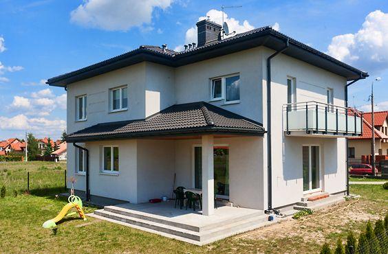 Widok na dom jednorodzinny w miejscowości Kwirynów.