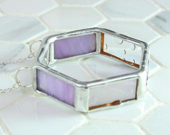 Paarse glazen ketting, Hexagon vorm geometrische hanger, hanger in Art glas, glas sieraden, de idee van de Gift van de BFF, verklaring hanger ketting vlek