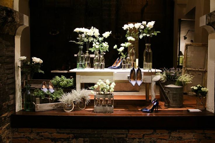 Windows display BLANC&FLEURS Spring Summer 15 - BOLOGNA  #altiebassi #Windows #Display #blanc #fleurs #sophisticated #italianshoes #woman
