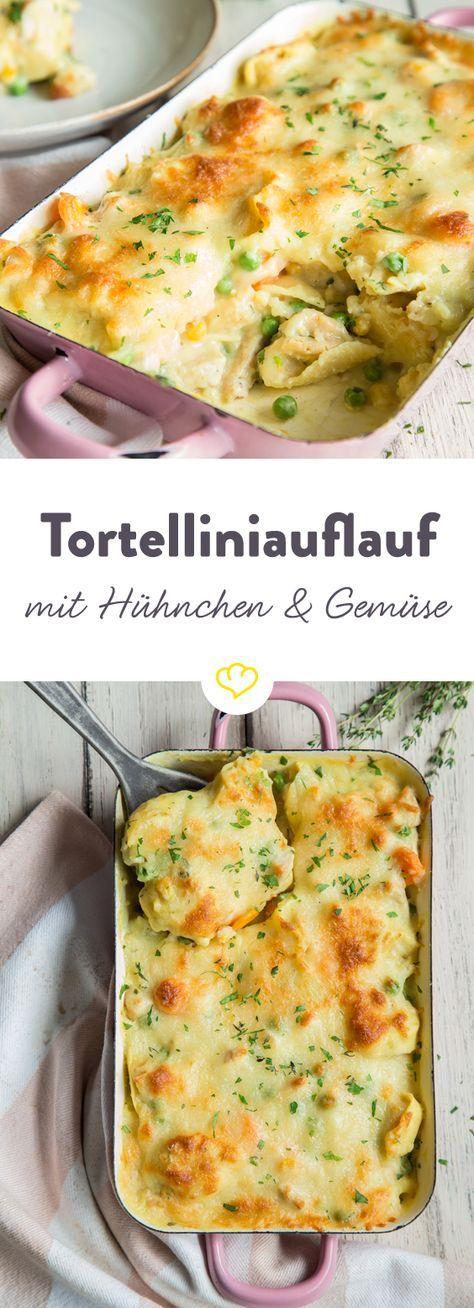 Unter der Käseschicht von diesem Auflauf verstecken sich Tortellini, gemischtes Gemüse und Hähnchen in einer cremigen Sauce und bringen unendlich Geschmack!