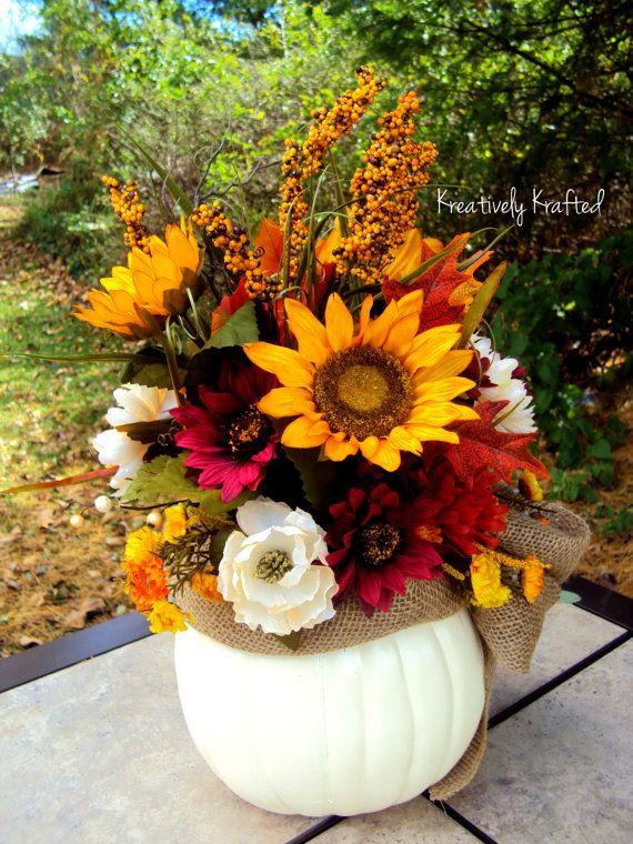 Best 25 pumpkin centerpieces ideas on pinterest for Autumn flower decoration