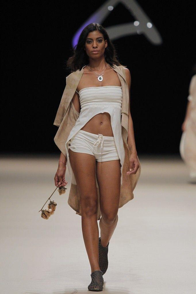 Etikology - Pasarela Adlib 2016 - Nanou Couture Organic fashion, natural dye  #ecodye #slowfashion #handmade #ibiza Organic shorts, top and cardigan