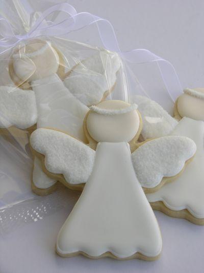 Biscoito em formato de anjo. Pode ser lembrança ou mesmo servido durante a festa de batizado.