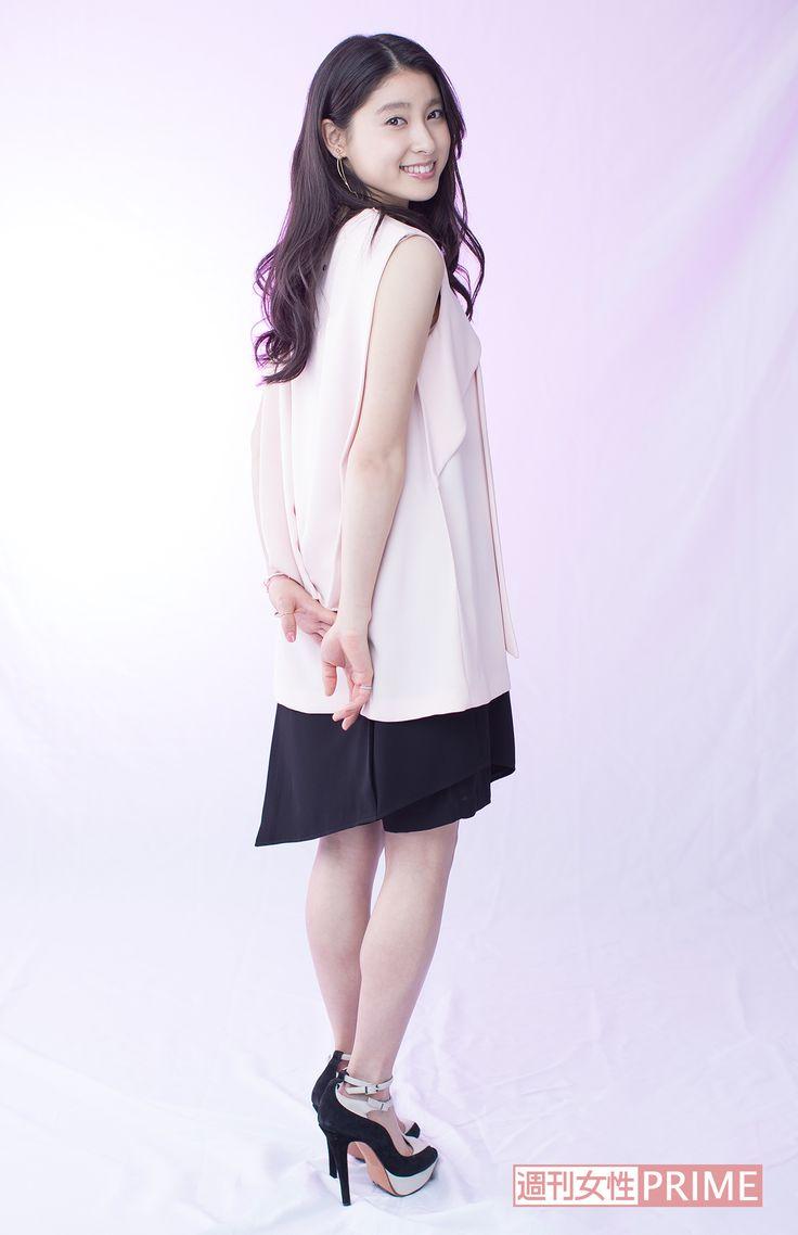 土屋太鳳が、映画『PとJK』で、年上の警察官・功太(亀梨和也)と秘密の恋を繰り広げる女子高生のカコを熱演。ドラマや映画、CMにと見ない日はないほどの活躍を続ける彼女にインタビュー!