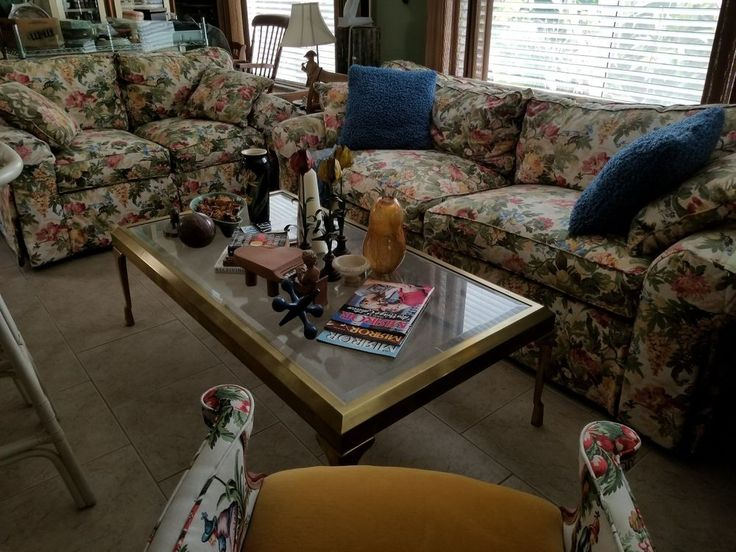 Vintage Ethan Allen- Beautifully upholstered in GREAT FLORAL~Sofa & Loveseat #EthanAllen #TraditionalStyle