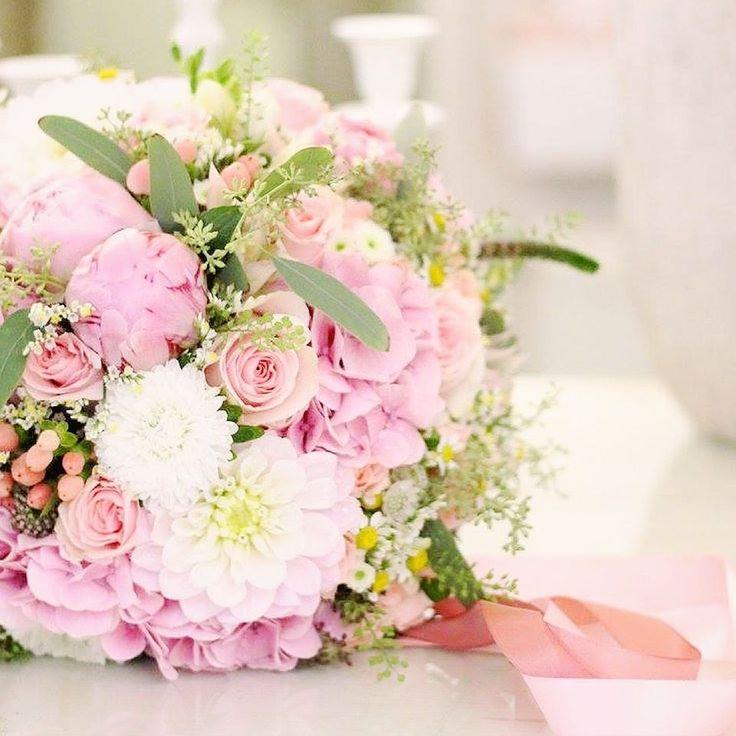 Ruže frézie orchideypivonky hortenzie či kamilky Každá je výnimočná. Vyjadruje nevestin vkus štýl a dušu. Spomedzi všetkých kytíc aké mala práve na túto jednu jedinú žena nikdy nezabudne.#kvetysilvia #kvetinarstvo #kvety #svadba #love #instagood #cute #follow #photooftheday #beautiful #tagsforlikes #happy#like4like #nature #style #nofilter #pretty #flowers #design #awesome #wedding #home #handmade #flower #summer #bride #weddingday #floral #naturelovers #picoftheday