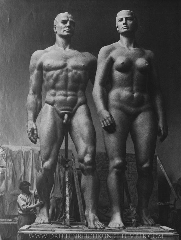 """Josef Thorak """"hombre aleman y mujer alemana, Paris Expo 1937. - Buscar con Google"""