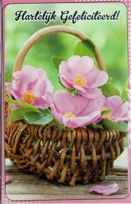 Hartelijk gefeliciteerd     Felicitatiekaart met mand vol bloemen