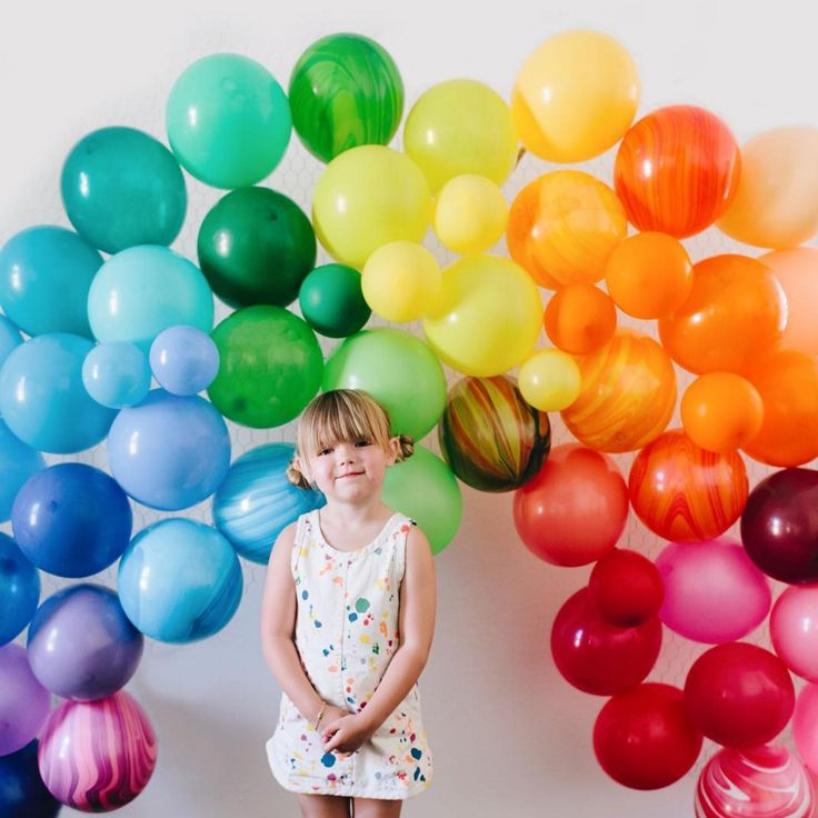 Best 20 preschool displays ideas on pinterest childcare for Balloon decoration color combinations