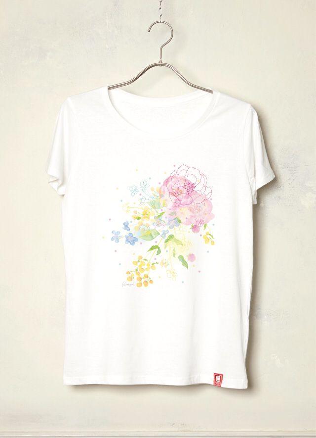 『flowers from heart/ヒフミヨイ』 「2014年東急ハンズオリジナル年賀状デザインコンペ」大賞受賞など、イラスト、デザイン、アートと幅広く活動中の「ヒフミヨイ」作品! 「荒れた心にもそっと花の咲くような作品を目差して制作しました。」という、かわいい作品が、レディースTシャツになりました!