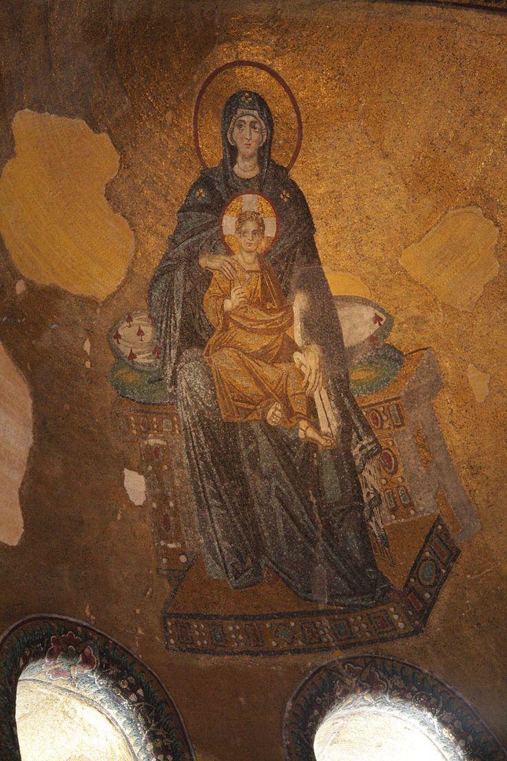 Basilica di Santa Sofia, Istanbul. Santa Maria in trono col Bambino. Mosaico, la fine del IX secolo. Rinascenza macedone.