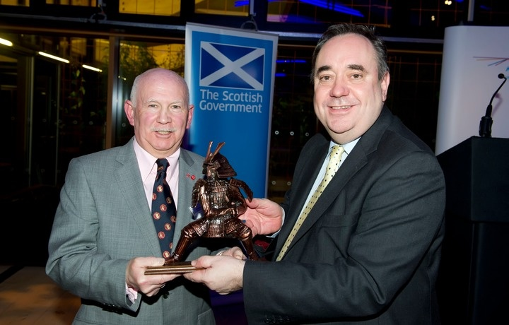 First Minister The Right Hon Mr Alex Salmond receives Scottish Samurai Award.  This award is presented each year to an outstanding individual who has promoted Scotland Scottish Sport and Culture abroad. Following the presentation, Mr Salmond during his thanks, recognised Ronnie for teaching karate to many thousands of people and for being one of the very few Scots whose achievements had been recognised by the Emperor of Japan via award of the Order of the Rising Sun.    karate-scotland.info