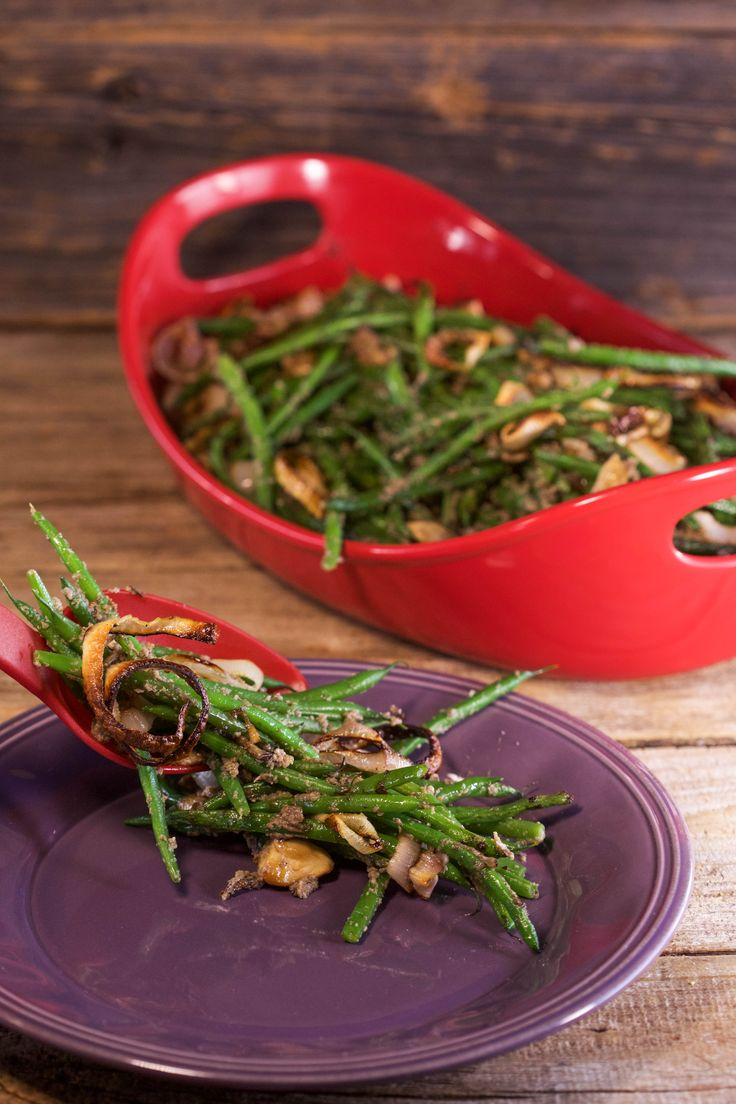 Graham Elliot's healthy green bean casserole uses a Portobello mushroom puree for a creamy base without the fat!
