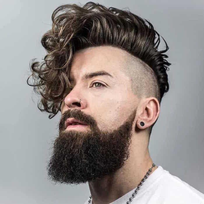 Idee Coiffure Description Hipster Homme Avec Coupe Rock Tendance Undercut Avec Cote Rase Et D Coiffure Homme Coupe Cheveux Homme Coiffure Homme Tendance