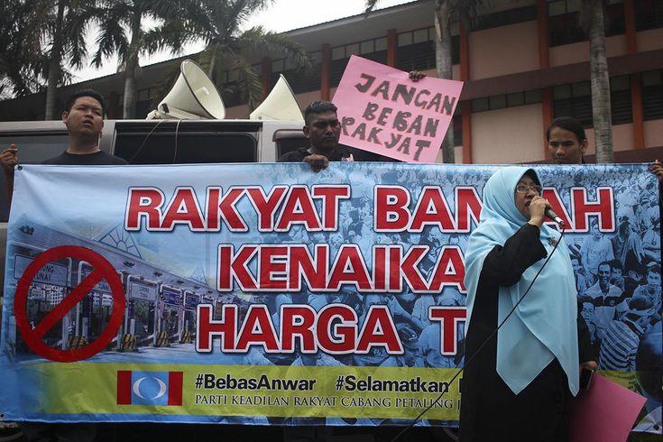 Demonstrasi gesa Putrajaya batal kenaikan tol, mansuhkan tol PJS 2 - http://malaysianreview.com/148288/demonstrasi-gesa-putrajaya-batal-kenaikan-tol-mansuhkan-tol-pjs-2/