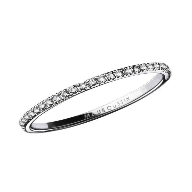 MAUBOUSSIN-Alliance Parce que Je l'aime L'alliance idéale pour votre union. Le corps de bague aux lignes fines et épurées met en avant l'éclat des diamants (0,26 carat). Poids d'or moyen : 1 gramme. A partir de 950 €