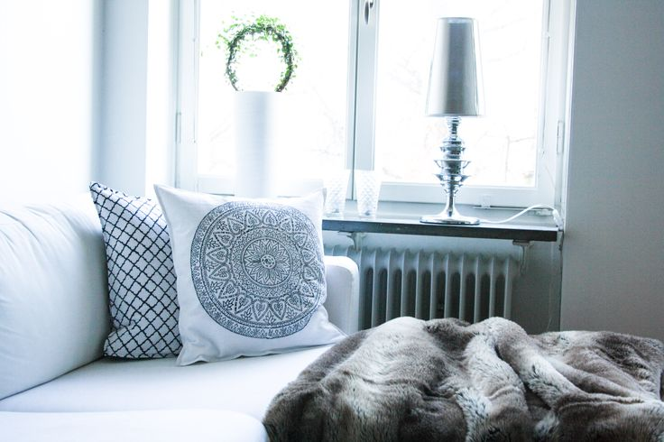 #prada #marfa #interior # deisgn #interiorboys #lexington #lexingtoncompany #beachouse #beachhousecompany #allwhite #pillow #bedroom #marble #newblogpost #interiordesign #scandinavian #nordichome #nordic #blogger #blogg #inredning #sovrum #vitt #livingroom #vardagsrum #brukadesign #zarahome #tinek #pläd #svenskttenn #ikea #skönahem