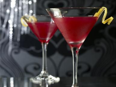 Two Cosmopolitan Cocktail Drinks - Steve Lupton / Getty Images