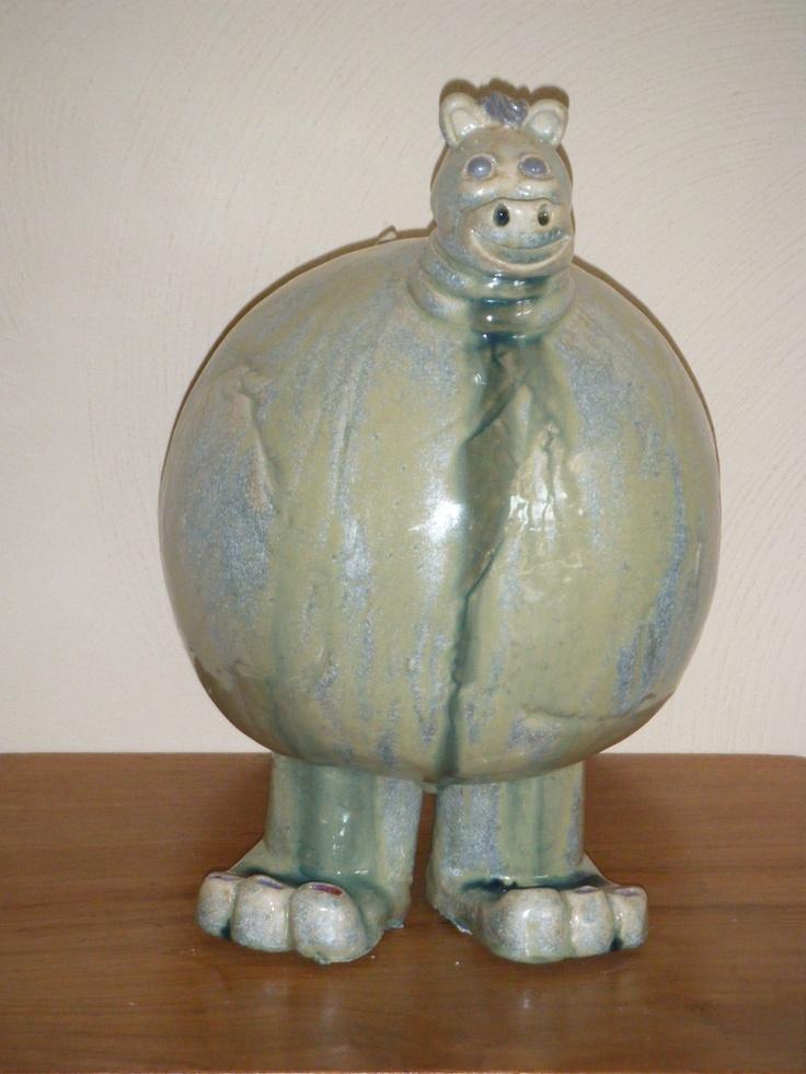 Sjeel is de naam, geboren en getogen in 't kleihuiske, 29x20x20 cm groot.  Ik ben voor € 90,00 te koop.  www.kleihuiske.nl