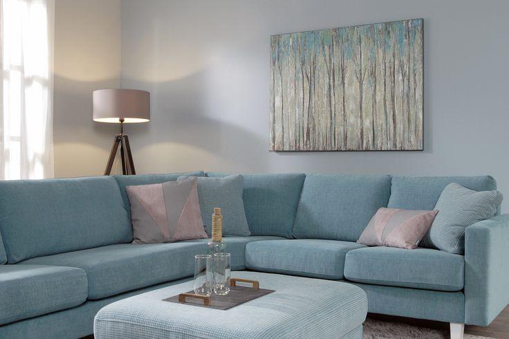 Raikas turkoosi tuo väriä olohuoneeseen! 💙❤ Malli: Monikko Verhoilu: Yedi & Strömsö Vaihtoehdot: kulma- ja avokulmasohva, 3-istuttava sohva, rahi, nojatuoli Jälleenmyyjä: Sotka-myymälät  #pohjanmaan #pohjanmaankaluste #käsintehty #koti #sohva #olohuone #livingroominspo #livingroomdecor