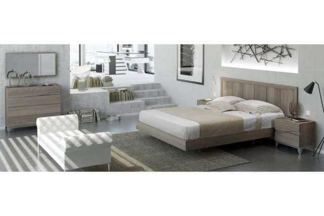 . Conjunto de muebles compuesto por cabezal tipo galeria y bancada para somier y colchon de 135x190 cm.  2 mesitas de 2 cajones con patas de 50 cm. Comodin de 4 cajones con patas de 100 cm y espejo