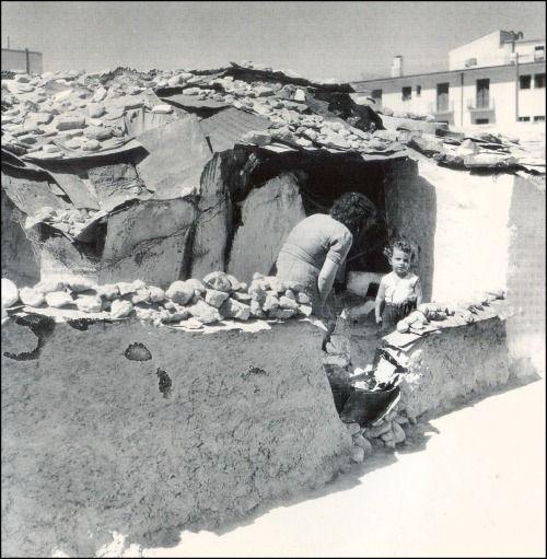 """Βούλα Παπαϊωάννου - """"Μικρά παιδιά ζουν στην αθλιότητα και την καταστροφή"""" / Λεύκωμα Ζωής, Φωτογραφικές αναμνήσεις από το Δημοτικό Βρεφοκομείο Αθηνών 1947-1950"""