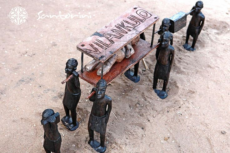 Take a walk through Vilanculos, and see the amazing arts and crafts that the locals have to offer. Hand sculpted or moulded creations sure to melt the heart. #VillaSantorini #Mozambique #Vilanculos #ArtsAndCratfs