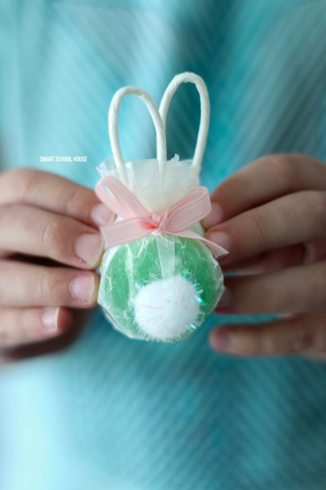 Bunny Lollipops made with safety pops. The handles are the ears! Adorable bunny butt lollipops.