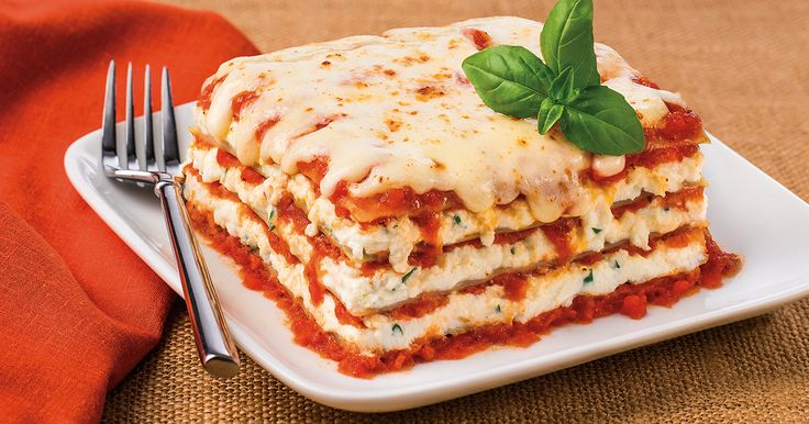 Classic Cheese Lasagna.  This is one recipe everyone should have in their collection. #lasagna #recipe