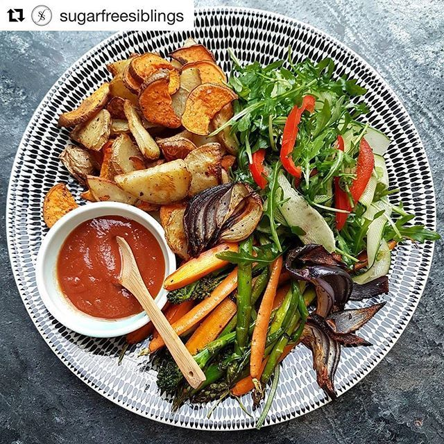 #Repost @sugarfreesiblings:  HOW friggen deeelish does this plate of Veggies look?! Seriously, for anyone that thinks Veg are borrring can back OFF ⛔😉 #VegIsTheFreakinBomb & we've even added a cheeky dollop or two of the one & only @doctor_wills Tomato Ketchup 🤗🤘🙌 #MeatFreeMonday #AppreciateTheVeg #LiveLifeOnTheVeg 🔛