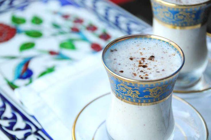 Cucina turca: ayran, bevanda salata allo yogurt - Con la ricetta di oggi andiamo in Turchia, alla scoperta di un drink fresco e salato. Con il caldo estivo, abbiamo bisogno di rifornirci dei minerali persi