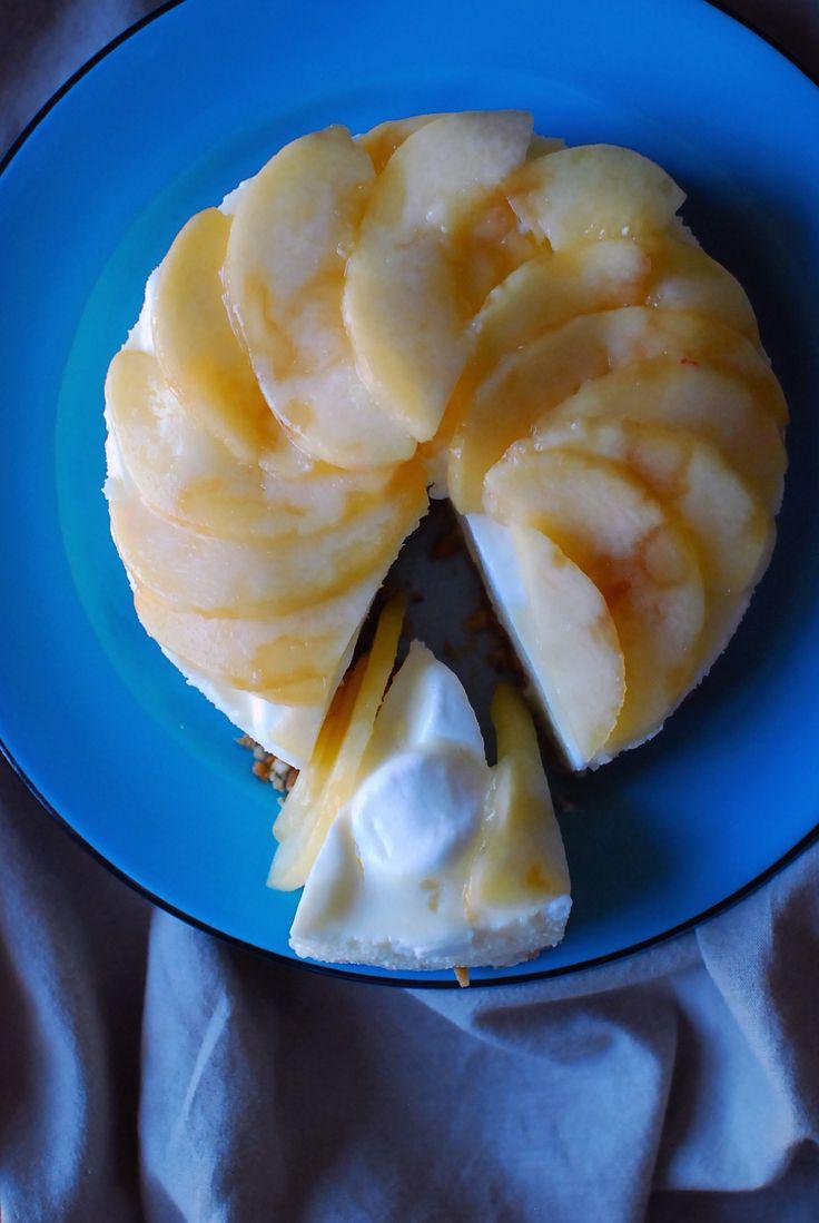 桃とマシュマロのレアチーズケーキ by  k e i / ありそうでなかったマシュマロとクリームチーズをつかったレアチーズケーキです。ゼラチンを使わない変わりにマシュマロで固めてるので簡単です。 / ナディア
