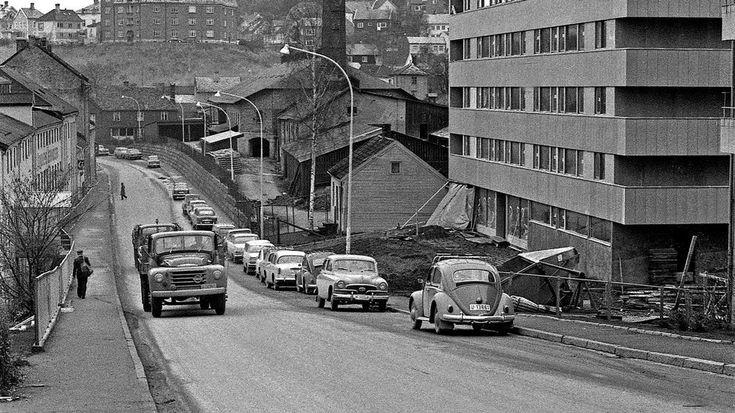 Bakklandet fortjener ei minnetavle.Hadde det gått som lokalpolitikere og veimyndigheter ville på 1970- og 80-tallet, hadde en firefelts motorvei nå gått over krysset ved Gamle Bybro, og den gamle trehusbebyggelsen på østsida av Nidelva var