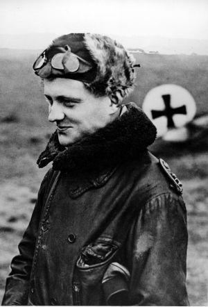 """1916 Manfred von Richthofen, apodado """"El Baron Rojo"""", fue el piloto más temido por las tropas aliadas durante la Primera Guerra Mundial."""