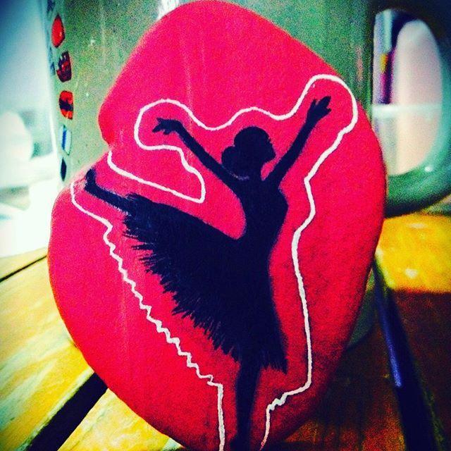 #taş #tassanati #taşboyama #art #artstones #acrylic #artist #stone #stones #stonespainting #rock #rocks #rockspainting #painting #çizim #like #likes #like4like #likefourlike #insaart #instagood #instagram #instalike #handmade #akrilik #balerin #☺️
