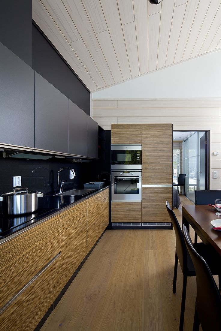 Black & brown kitchen. Honka Log Homes.