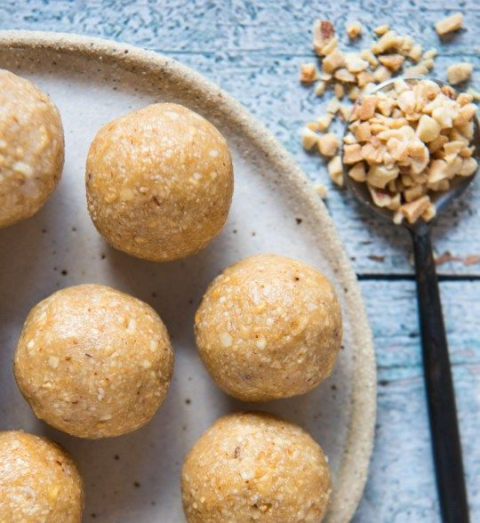 Quick and Easy Anzac Biscuit Bliss Balls! Few ingredients and free from gluten, grains, dairy, egg and refined sugar. Enjoy.