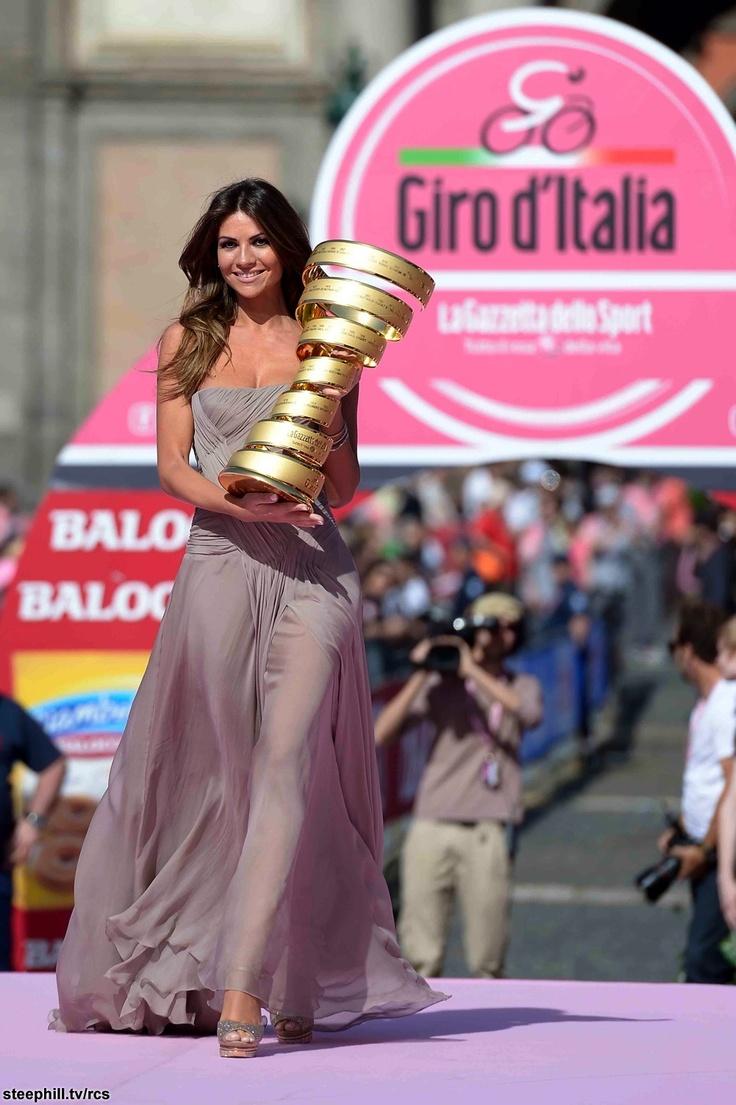 Alessia Ventura arriving with the winners trophy at Napoli Piazza del Plebiscito