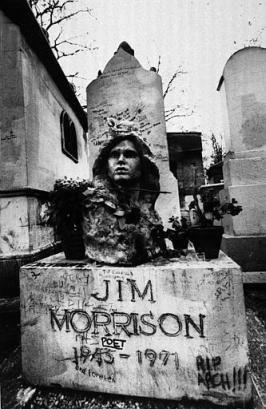 CEMENTERIO DE PÈRE-LACHAISE   Monumento a Jim Morrison