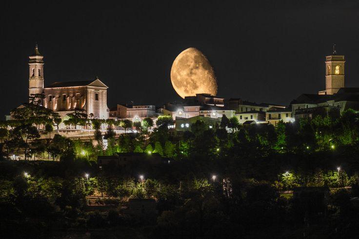 Photograph Luna sorge sopra Potenza Picena by cristianPh85 on 500px
