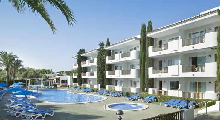 Inturotel Esmeralda Garden Cala D´Or This attractive complex is set 350 metres from Esmeralda Beach, in the Cala d'Or resort of Mallorca. It offers a large outdoor swimming pool and a pretty garden.  The Inturotel Esmeralda Garden shares facilities with the Esmeralda Park, next door.