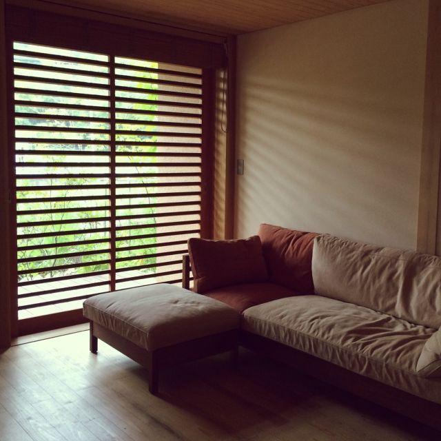 sugomoliさんの、木の家,ソファ,ソファ周辺,広松木工,帆布,網戸,オットマン,シンプル,なにもない,リビング,のお部屋写真